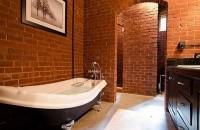 Cărămida în baie Sunt cateva moduri in care puteti decora zidul din baie folosindu-va de caramida in asa fel incat sa se potriveasca gusturilor dumneavoastra.