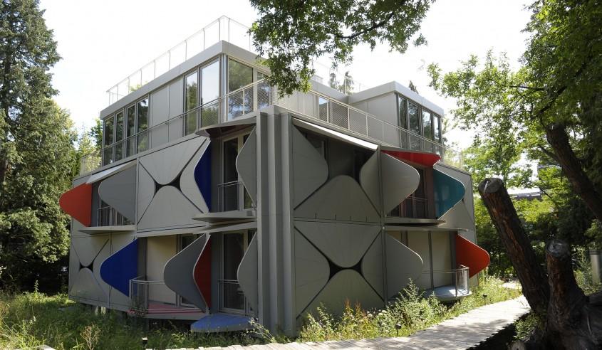 O clădire ale cărei balcoane se deschid ca niște petale inspirată de cinetism și de Le