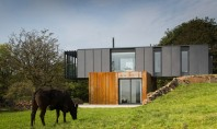 O casa reconfigurata pentru a fi construita din containere de marfa Arhitect si fermier Patrick Bradley