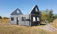 Impermeabilizare casă pilot din elemente de beton prefabricate  Pentru a asigura impermeabilizarea, durabilitatea si protectia toatala a elementelor / componentelor din beton, constructorul a pornit din start tratamentul