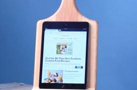 Cum să transformi un obiect de bucătărie în suportul perfect pentru gadget-uri