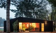 Casa pe care o poți închiria în mijlocul pădurii Echipa Chris Collaris Architects si designerii din