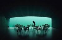 Primul restaurant subacvatic din Europa s-a deschis sub marea învolburată Proiectat de biroul de arhitectura Snohetta sub forma unui periscop indreptat spre tarm si construit in localitatea Baly de pe coasta sudica a Norvegiei,
