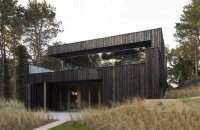 O casă din lemn şi metal cu zero consum de energie
