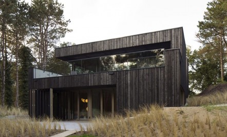 Casa din lemn si metal, cu zero consum de energie