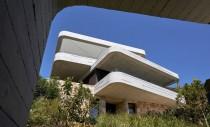 Casa cu un design inspirat dintr-un morman de cărți