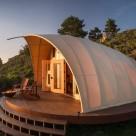 Un cort modern, autonom, cu interioare confortabile