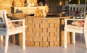 Cum poti construi un focar exterior cu elemente din beton vibropresat
