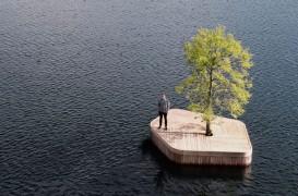 O insulă plutitoare artificială, cu doar un singur copac - neconvențională, dar oare cât de practică?