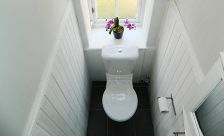 Solutie ingenioasa pentru o baie ingusta