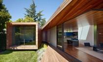 O casa ce se bucura de natura si soare