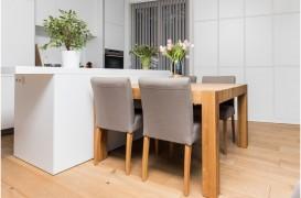 Cum transformi o bucătărie mică într-un spaţiu modern şi primitor?