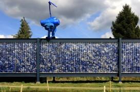 Pavilion în care deșeurile reciclabile sunt la vedere