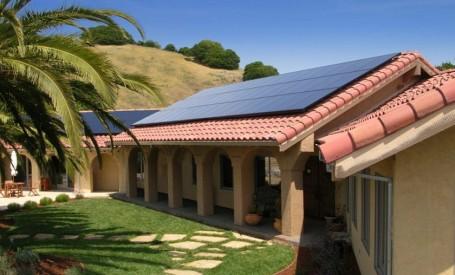 Șindrilele solare SunPower sunt cu 15% mai eficiente decât panourile fotovoltaicie convenționale