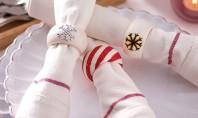 Realizati inele artistice de servetele pentru masa festiva de Craciun! Cu uneltele adecvate puteti face in