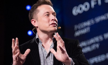 Tesla va incepe, din aprilie 2017, sa preia comenzi de tigle solare