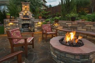 Fire pit-ul, tot mai des întâlnit în grădini: Cum să te bucuri de magia focului în siguranță