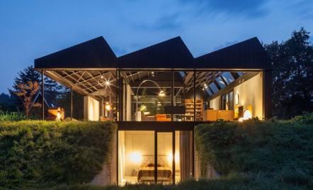 Vila Schoorl se integrează cu brio într-un peisaj de luncă