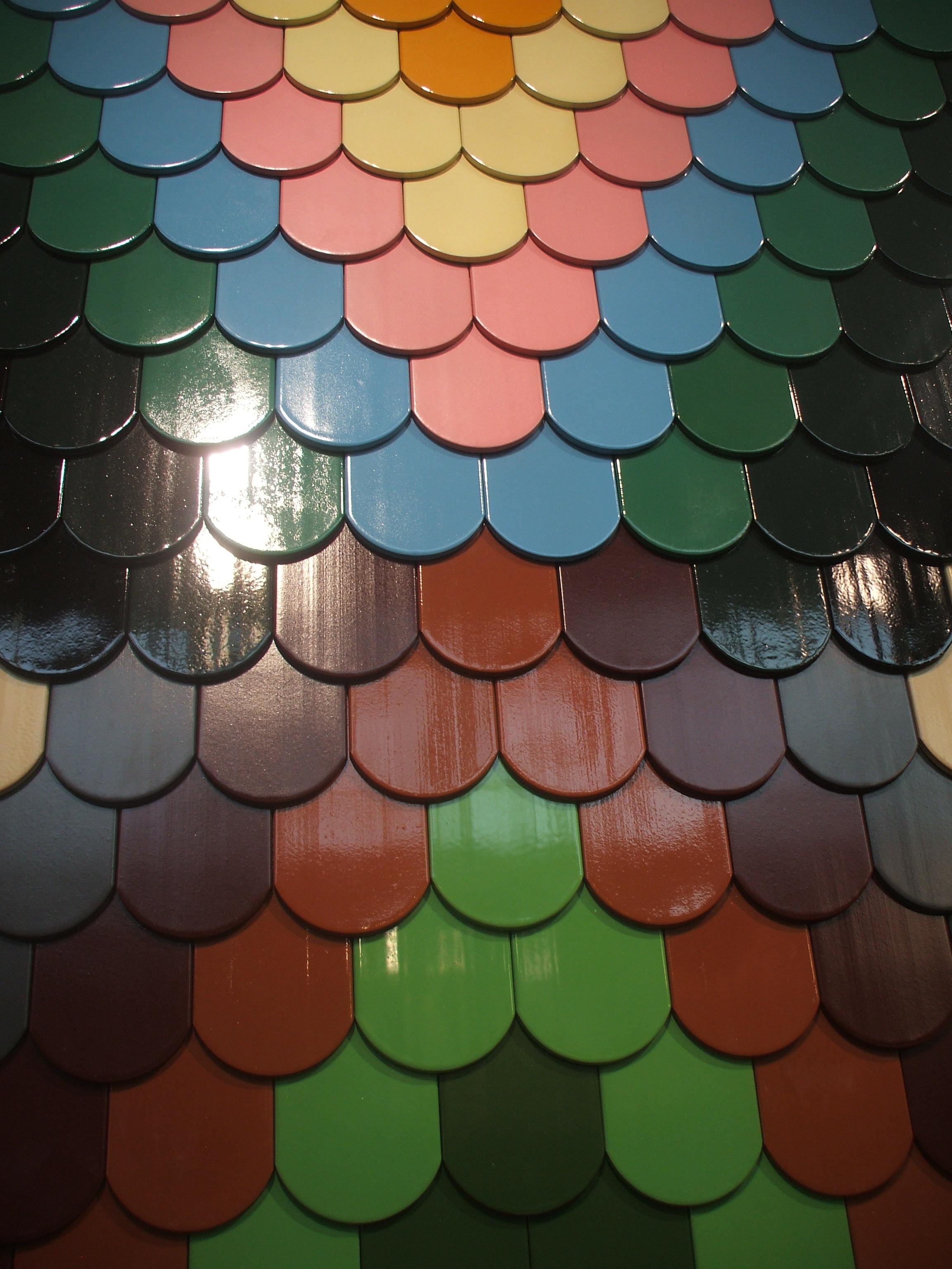 Detaliu - tigla ceramica colorata