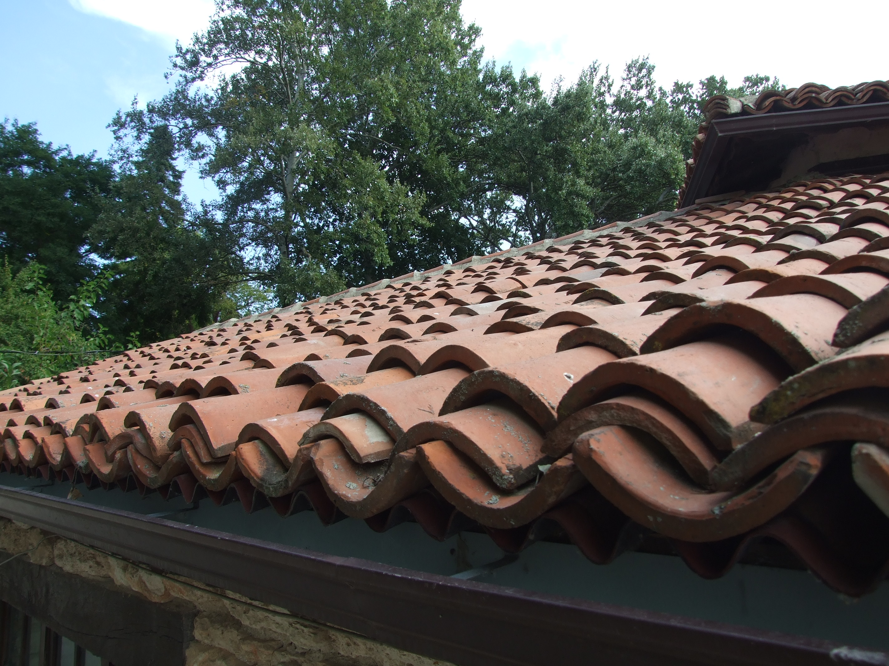 Detaliu - invelitoare din tigla ceramica