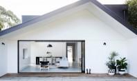Extindere modulară transformă un bungalou din 1930 într-o casă modernă Un bungalou datand din anii '30