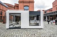 Un magazin de înghețată acoperit cu aproape 1.000 de conuri în formă de cornete
