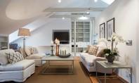 Cum decoram tavanul inclinat al mansardei? Inclinatiile si unghiurile prezente la mansarda pot deveni o provocare