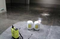 Sigiliu lichid pentru beton - Peneseal Pro Daca este aplicat pe o suprafata de beton curatat adecvat, va reactiona cu betonul pentru a forma un gel sub suprafata. Acest gel sigileaza porii, capilarele si