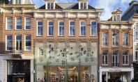 """""""Casa din Cristal"""" un magazin cu o fatada integral din sticla Echipa de arhitecti de la"""