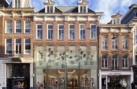 """""""Casa din Cristal"""", un magazin cu o fatada integral din sticla"""