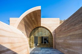 Cum a fost transformată o peşteră degradată într-o casă modernă