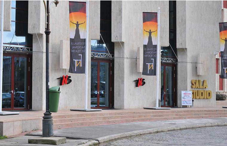 Usile si ferestrele de la Teatrul National automatizate contra fumului