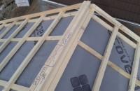 Marirea debitului de aer ventilat in zona coamei invelitorii acoperisului Tehnologia de montare a tiglei metalice cu acoperire de piatra naturala Decra de la ICOPAL se face in sistem ventilat, asigurand mai multe avantaje.