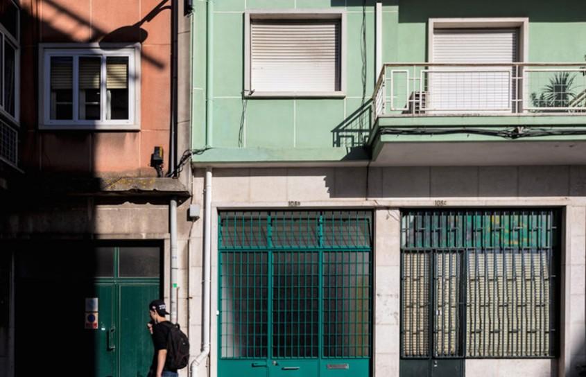 Garaj fără ferestre transformat într-un loft modern şi elegant