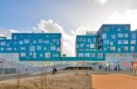 O școală complet acoperită cu 12.000 de panouri solare