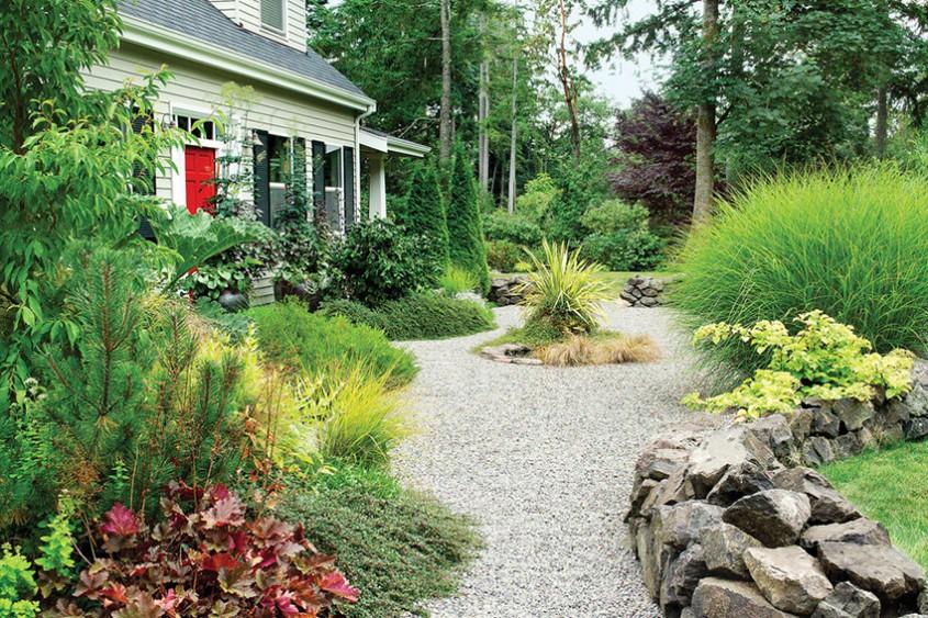 Rocărie, flori și pietriș  - 3 elemente pentru un design unic în grădină