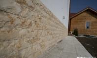 Piatra naturala pentru soclul casei Piatra naturala este un material perfect pentru placarea soclului casei.