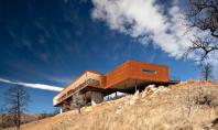 Au ales sa reconstruiasca desi focul le-a mistuit prima casa Resedinta Sunshine Canyon a fost proiectata