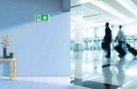 Iluminatul de siguranta salveaza vieti Cand sunteti la birou sau la mall va imaginati cat de usor v-ar fi sa gasiti iesirea si sa va deplasati pe scarile de evacuare daca vizibilitatea ar fi diminuata de fumul provocat de un incendiu?