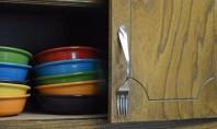 """Manere pentru dulapurile din bucatarie cu linguri si furculite Un raspuns simplu la intrebarea """"unde tineti"""