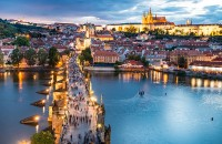 O călătorie arhitecturală prin Praga, orașul celor 100 de clopotnițe - partea I Praga - unul dintre cele mai frumoase si romantice orase europene, cu un centru istoric care face parte din patrimoniul UNESCO din 1992.