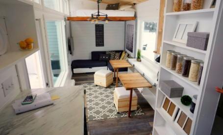 Patul pe sine, o solutie diferita de economisire a spatiului, intr-o casa din Alaska