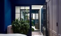 """În interiorul apartamentului unei arhitecte iubitoare de albastru """"Sunt atrasa de albastru in special de nuantele"""
