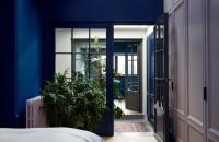 În interiorul apartamentului unei arhitecte iubitoare de albastru