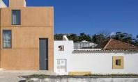 Casa Ze exterior din beton interioare din lemnul folosit pentru cofraje Echipa de arhitecti din Paratelier