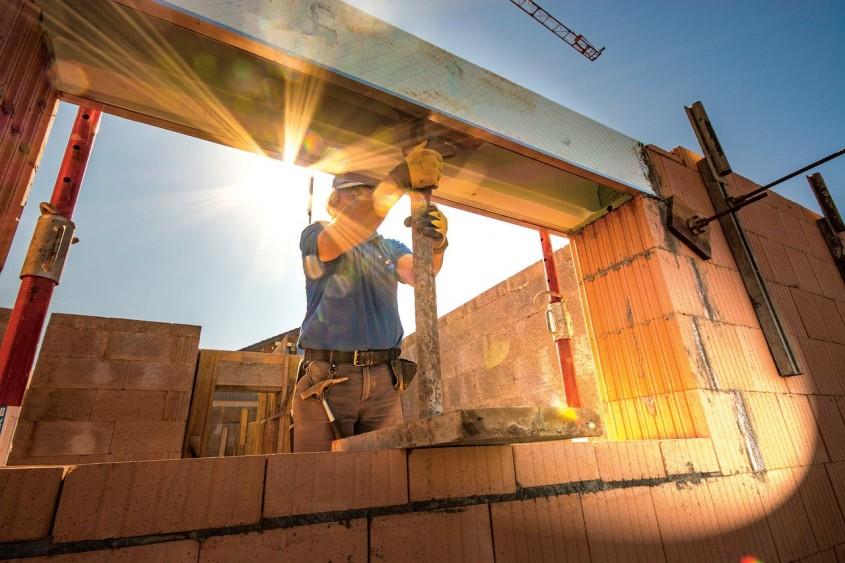 Explozia prețurilor materiilor prime și materialelor pune în pericol piața de construcții – ARCA