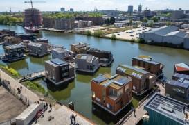 Viaţa pe apă: Un întreg cartier plutitor în inima oraşului