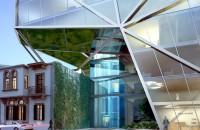 Imobil rezidential de lux construit in consola peste o cladire monument Biroul de arhitectura din New York, SOMA Architects au inceput lucrarile la proiectul rezidential BOBO, un imobil cu unsprezece niveluri ce va gazdui apartamente de lux situat in cartierul Mar Mikhael din Beirut.
