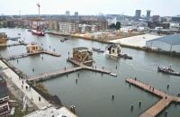 """Un cartier construit pe apă, într-un cunoscut oraș din Europa Noul cartier ia fiinta pe un canal din Amsterdam-Nord, district al Amsterdamului. """"Orasele se extind si toata lumea se indreapta catre cladiri inalte si"""