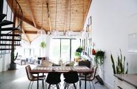 O casă abandonată - renovată şi modernizată ca în revistă